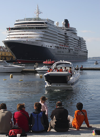 Queen Victoria in Stavanger harbour May 2008